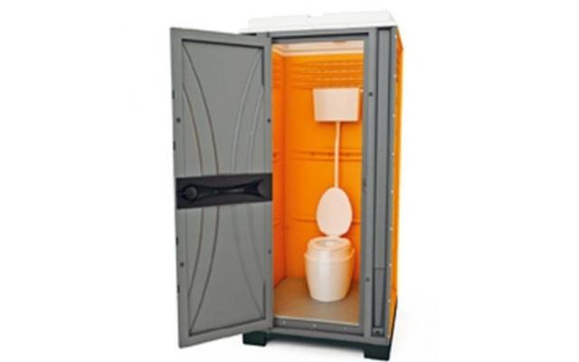 Toalett for tilkobling til vann og avløp